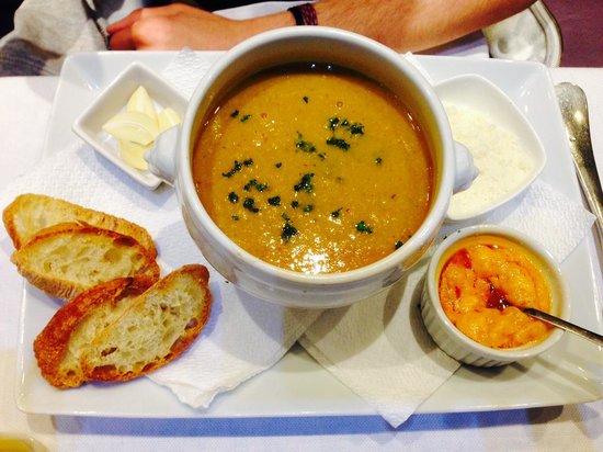 L'Annexe : mediterranean soup with a great tasting garlic spread