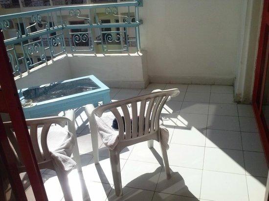 Triton Empire Hotel: Słoneczny i bardzo wielki taras