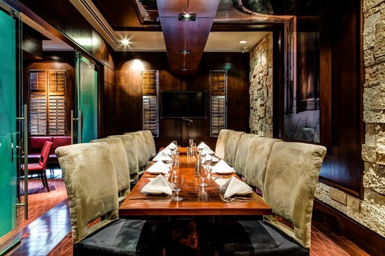 Redwater Rustic Grille - Bow Valley Square : The private dining room