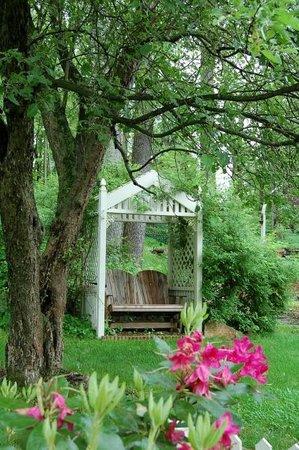 Arlington Inn: A quiet place to sit