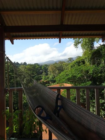 Finca Luna Nueva Lodge: Relaxing atop the lookout!