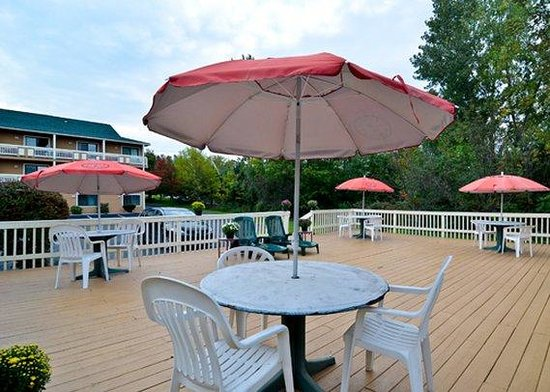 Quality Inn Shelburne : Patio
