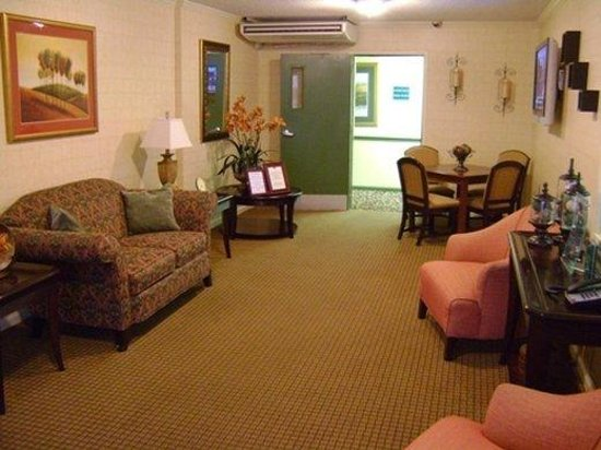 InTown Suites Greenville: Greenville Lobby