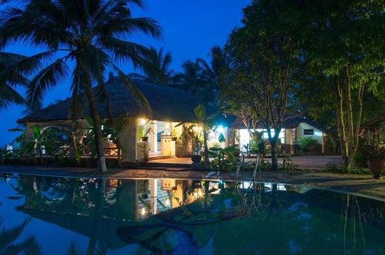 Tropicana Resort Phu Quoc: Ресепшен и боссейн
