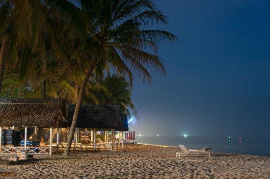 Tropicana Resort Phu Quoc: Вечерний пляж
