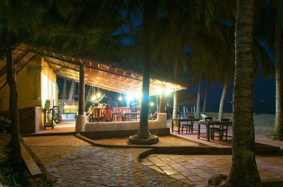 Tropicana Resort Phu Quoc: Кафешка от отеля, тут же и завтрыки