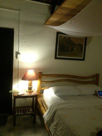 Tropicana Resort Phu Quoc: Номер внутри, кроваьт с маскитной сеткой
