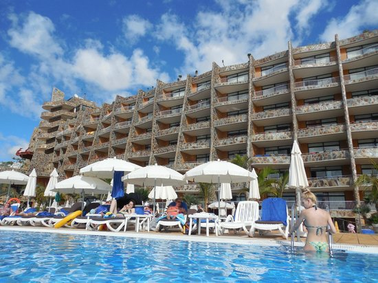 Gloria Palace Amadores Thalasso & Hotel : Hotel view from the pool
