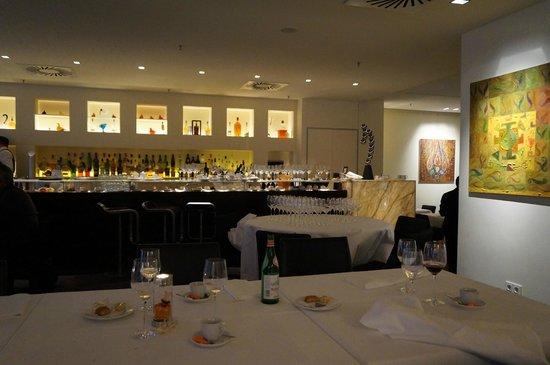 Bocca di Bacco: Salle principale et 'bar'