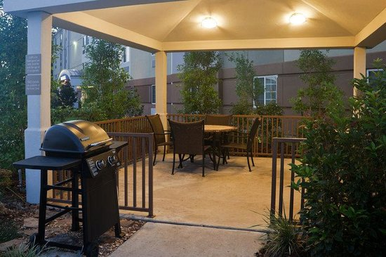Candlewood Suites Lafayette River Ranch : Guest Patio