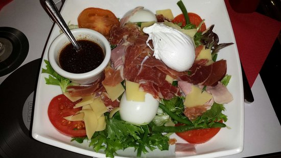 Cafe de l'Olympia: Salade jambon blanc, de pays, oeuf dur,poché