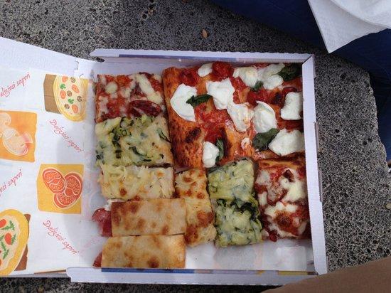 Pizza Florida: Tomates confites, mozzarella/basilic, courgettes/anchois, oignons, fromage/jambon