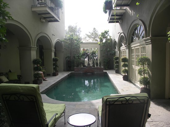 Bienville House: Gorgeous pool/terrace area