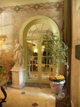 Bienville House: Hotel lobby
