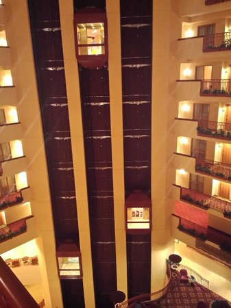 Embassy Suites by Hilton St. Louis St. Charles: Elevators