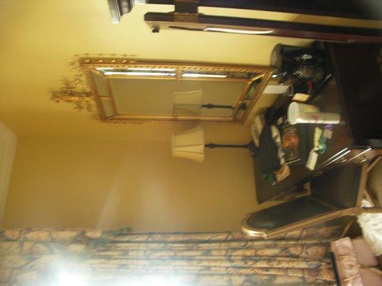 Bienville House: King balcony suite