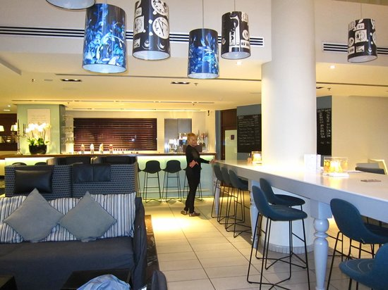 Hilton Brussels City: Zona del bar