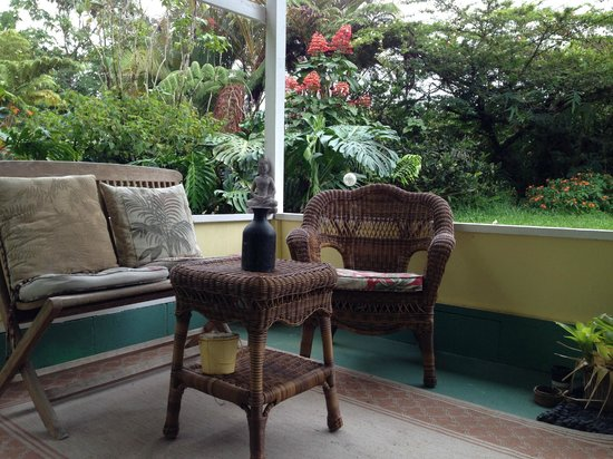 Coconut Cottage Bed & Breakfast: Shared open lanai Hibiscus and Bali Suites
