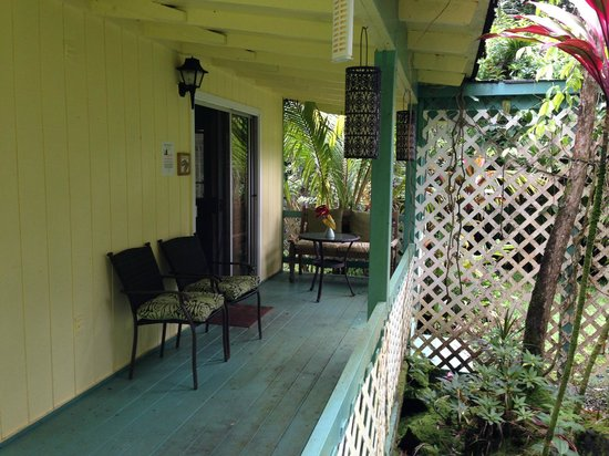 Coconut Cottage Bed & Breakfast: Garden Bungalow Private Patio