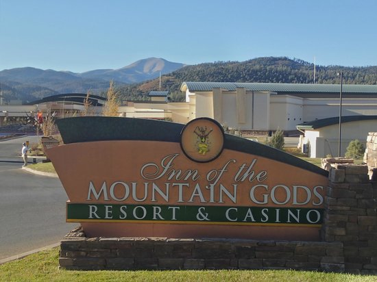 Inn of the Mountain Gods Resort & Casino : Resort Entrance Looking Towards Casino