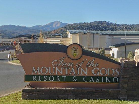 Inn of the Mountain Gods Resort & Casino: Resort Entrance Looking Towards Casino