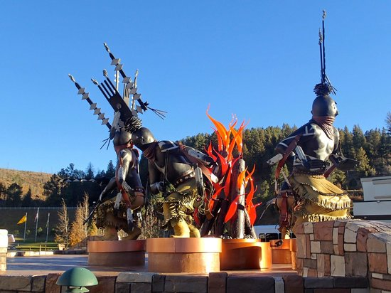 Inn of the Mountain Gods Resort & Casino : Sculpture at Entrance