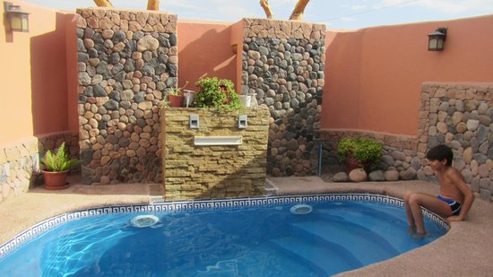 Parina Atacama Apart Hotel: Vista da piscina do hotel