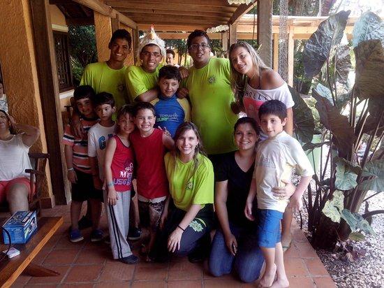 Santa Clara Eco Resort: galera da recreação infantil