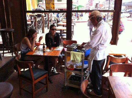 Avenida Ruiz: Mango Mango table side guacamole