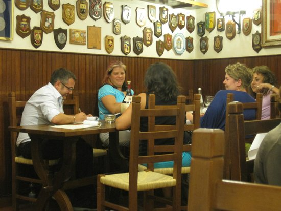 Restaurante Il Latini: The owner sits down with you at the end of the meal to work out your bill