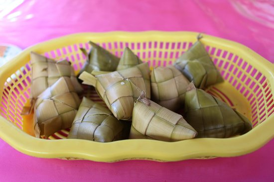 Larsian: rice wrapped in leaves
