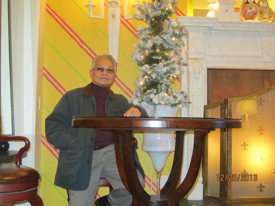 Kimpton Hotel Monaco Philadelphia: ... at the lobby