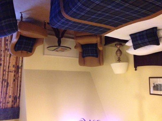 Macdonald Rusacks Hotel: la photo embellie mais moquette et rideaux sont sales