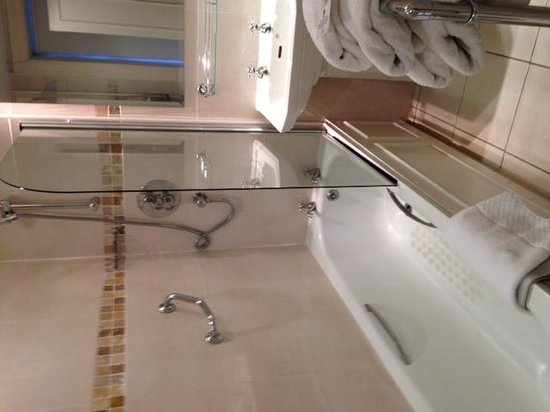 Macdonald Rusacks Hotel: salle de bain, moderne en deco mais pas en équipements
