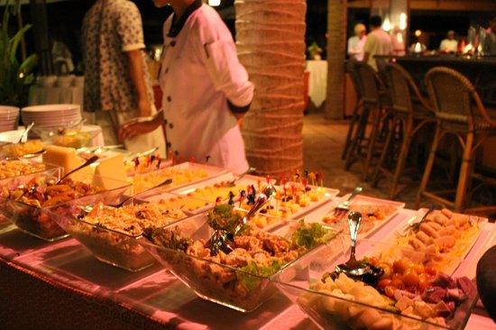 Friday's Boracay : international buffet
