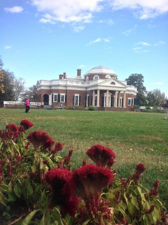 Monticello from across lawn