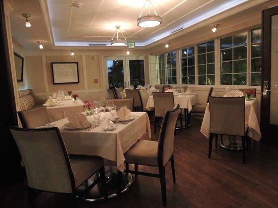 Secret Garden at Pillars Hotel: Inside Dining Room