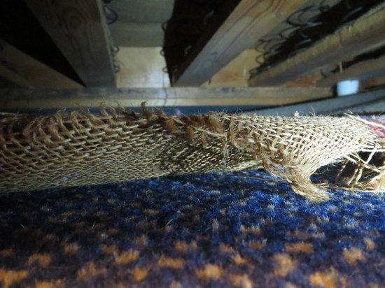 Ramada Crawley Gatwick : The sight under my bed!