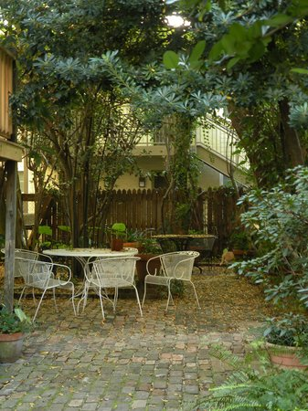 Fairchild House Bed and Breakfast : Nice courtyard