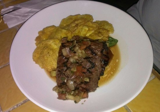 Calizo Restaurant: Churrasco con tostones