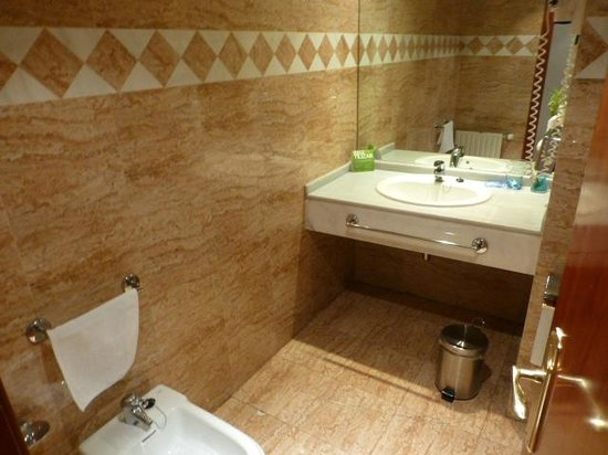 Tryp Madrid Centro : Baño