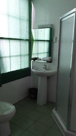 Hotel La Petite Maison : salle de bain