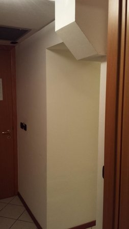Residence del Mare: Hallway, notice the strange corner that you can bump your head on if not careful