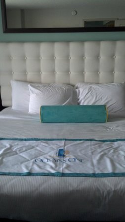 Oceans One Resort: King Size bed in master
