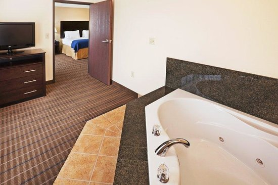 Holiday Inn Express Hotel & Suites Pauls Valley: Jacuzzi Suite