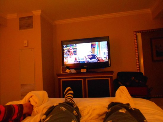 Bourbon Orleans Hotel: relaxing on lumpy bed!