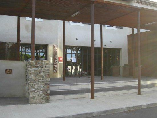 Pont Levis Hotel - Franck PUTELAT: ホテルエントランス