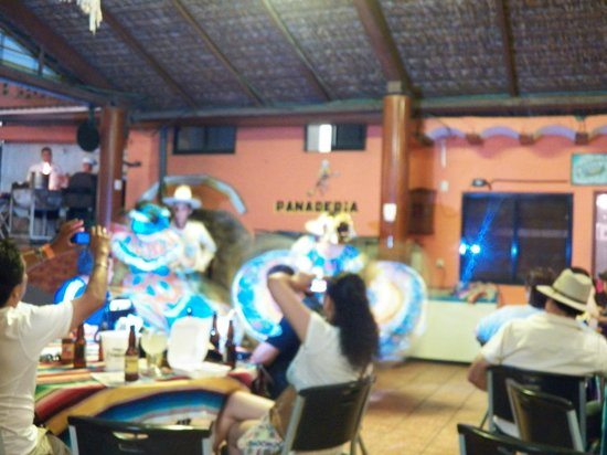 Playa Brujas: Dancers