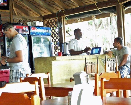 Trattoria da Piero at Las Rocas Resort: Edgar, Wilson and George at the restaurant/bar