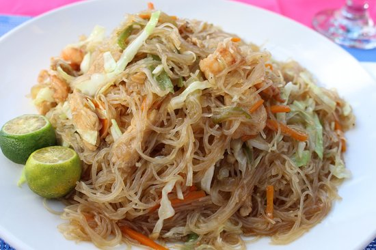 Wahine Cafe Mongolian BBQ: glass noodles pancit